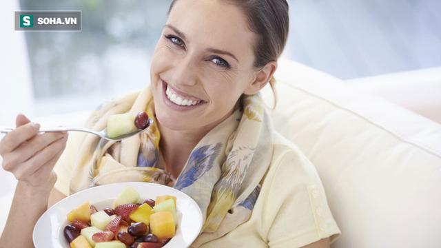 8 loại quả không nên ăn vào bữa tối: Cách ăn trái cây sai nhiều người mắc mà không biết - Ảnh 1.