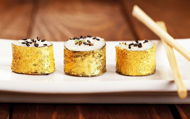 Chua, cay, mặn, ngọt và đắng... rốt cuộc là vàng có vị gì mà nhiều đầu bếp lại thích cho vào món ăn đến thế? - Ảnh 1.
