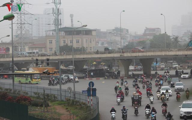 Hà Nội: 4 gầm cầu bị tuýt còi dừng trông giữ phương tiện vẫn hoạt động - Ảnh 13.