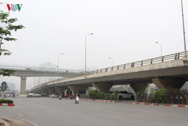 Hà Nội: 4 gầm cầu bị tuýt còi dừng trông giữ phương tiện vẫn hoạt động - Ảnh 14.