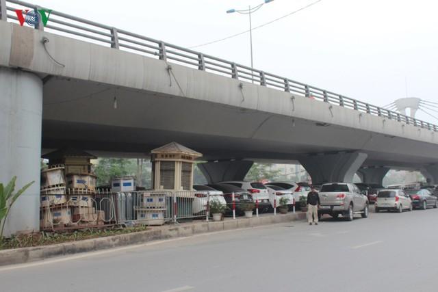 Hà Nội: 4 gầm cầu bị tuýt còi dừng trông giữ phương tiện vẫn hoạt động - Ảnh 18.