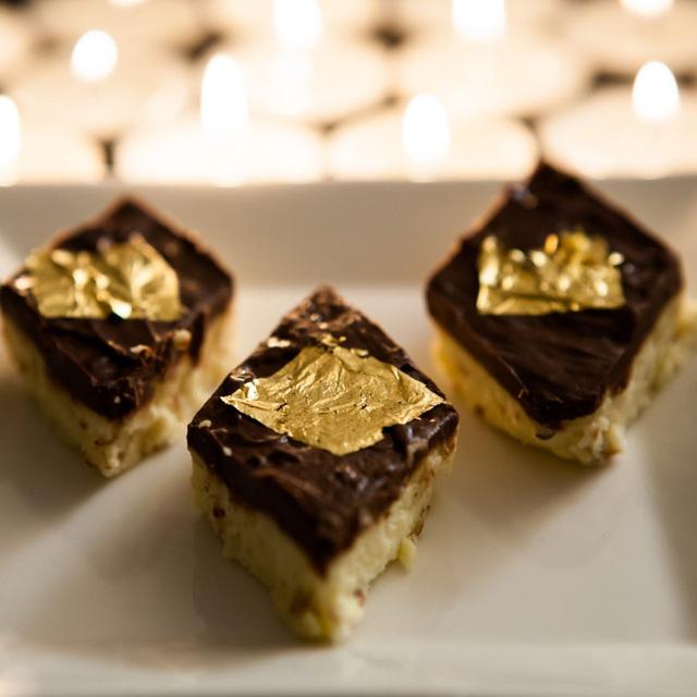 Chua, cay, mặn, ngọt và đắng... rốt cuộc là vàng có vị gì mà nhiều đầu bếp lại thích cho vào món ăn đến thế? - Ảnh 3.