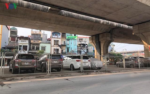 Hà Nội: 4 gầm cầu bị tuýt còi dừng trông giữ phương tiện vẫn hoạt động - Ảnh 7.