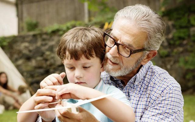 Bỏ đi những khuôn mẫu, khuyến khích trẻ đối mặt với thử thách: Cha mẹ muốn trẻ trở thành tỷ phú Bill Gates tiếp theo nhất định phải biết 4 điều đặc biệt này khi dạy con - Ảnh 2.