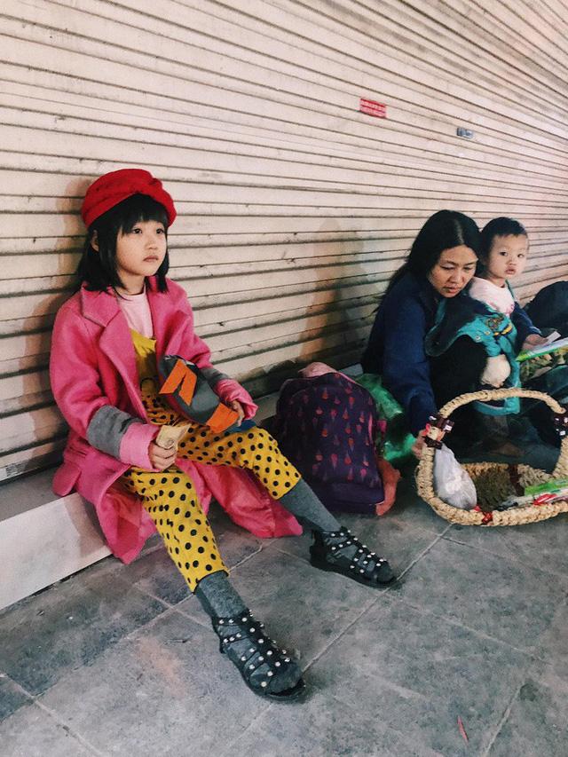 Gặp bé gái 6 tuổi phối quần áo cũ cực chất ở Hà Nội: Nhút nhát, đáng yêu và ước mơ làm người mẫu - Ảnh 1.
