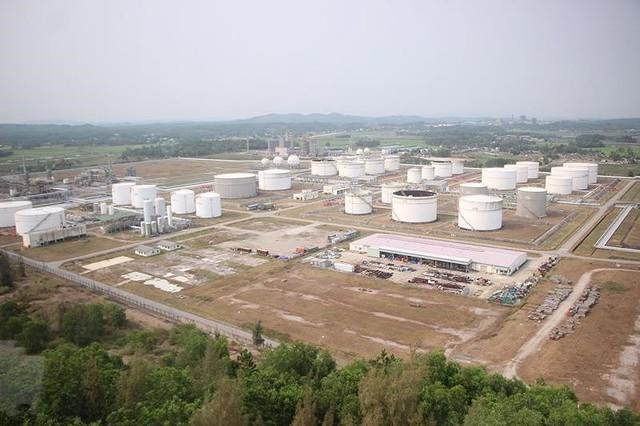 Giao mặt bằng mở rộng nhà máy lọc dầu 1,82 tỉ USD trước 30-5 - Ảnh 1.