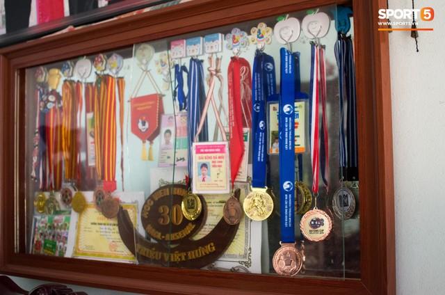 Hành trình từ người thừa trở thành người hùng của tiền vệ U23 Việt Nam qua những kỷ vật vô giá - Ảnh 1.
