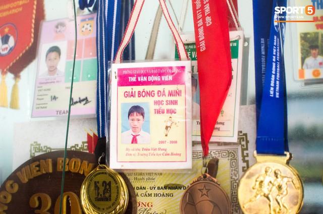 Hành trình từ người thừa trở thành người hùng của tiền vệ U23 Việt Nam qua những kỷ vật vô giá - Ảnh 5.
