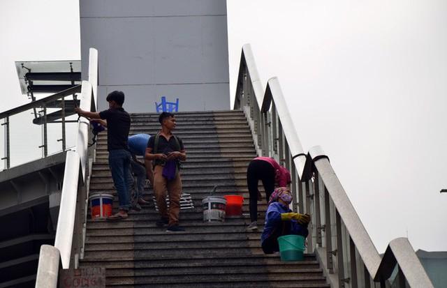 Cận cảnh nhà ga đường sắt Cát Linh – Hà Đông nham nhở, bong tróc, xuống cấp trước ngày vận hành - Ảnh 10.
