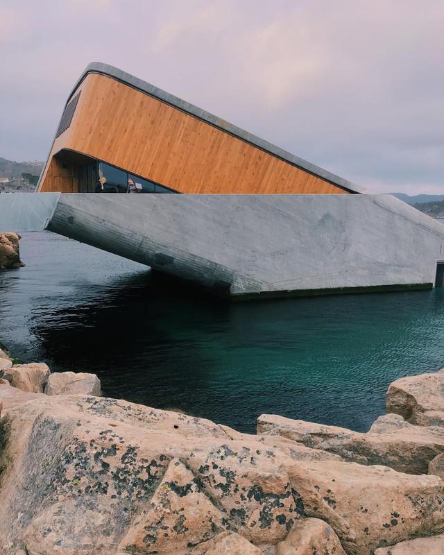 Nhà hàng dưới nước đầu tiên tại châu Âu gây sốt trên toàn thế giới: Đầu tháng 4 mới khai trương nhưng đã kín lịch đặt chỗ đến tận tháng 9 - Ảnh 5.