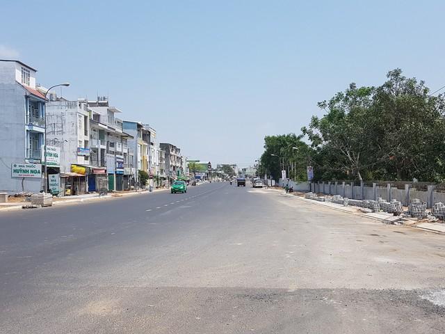 TP HCM: Giá đất mặt đường mới quận 9 tăng, có nơi 180 triệu đồng/m2 - Ảnh 2.