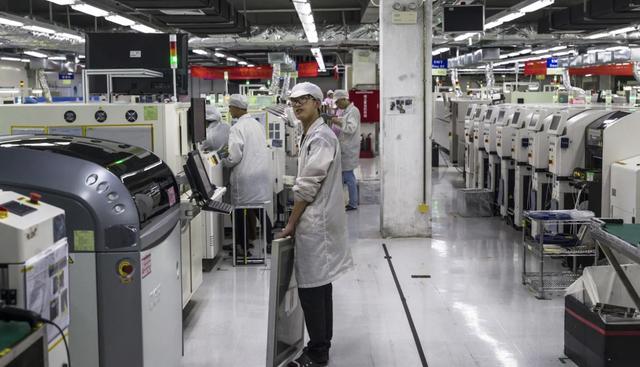 Foxconn trong những ngày tháng khó khăn của iPhone: Chế độ ưu đãi cho công nhân bị huỷ bỏ, cắt giảm lương, sa thải hơn 50 nghìn nhân sự - Ảnh 2.