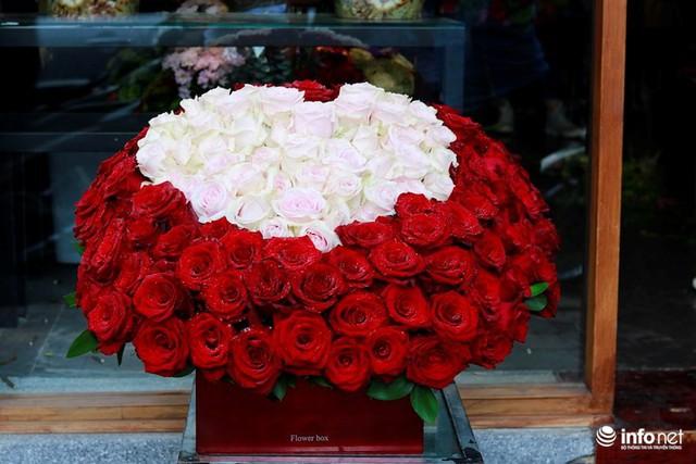 Lạ mắt hoa hồng màu nâu đất, mao lương lần đầu bán ở VN dịp 8/3 - Ảnh 1.