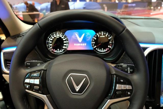 Bóc tách trang bị hàng hiệu trên VinFast Lux V8 vừa ra mắt - Ảnh 12.