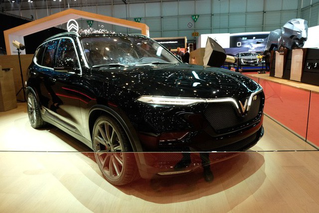 Bóc tách trang bị hàng hiệu trên VinFast Lux V8 vừa ra mắt - Ảnh 5.