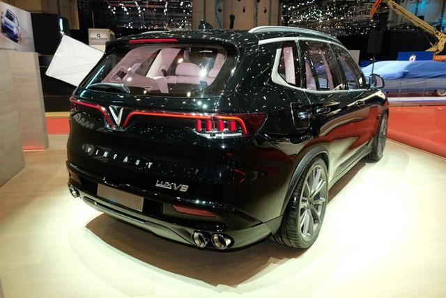 Bóc tách trang bị hàng hiệu trên VinFast Lux V8 vừa ra mắt - Ảnh 7.