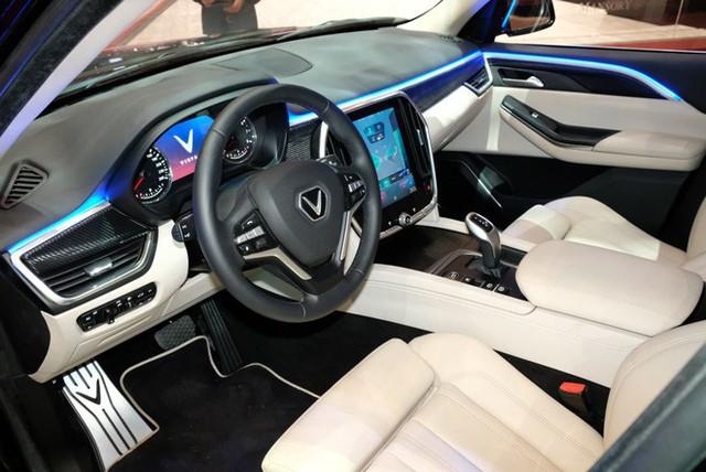 Bóc tách trang bị hàng hiệu trên VinFast Lux V8 vừa ra mắt - Ảnh 10.