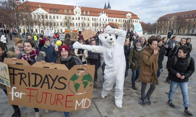 Cô bé Thuỵ Điển 16 tuổi kêu gọi bảo vệ môi trường, chỉ trích các nguyên thủ quốc gia với từ ngữ đanh thép: Các vị không đủ trưởng thành để nói về việc xây dựng kinh tế xanh, bỏ mặc các vấn đề cho thế hệ sau gánh vác - Ảnh 3.