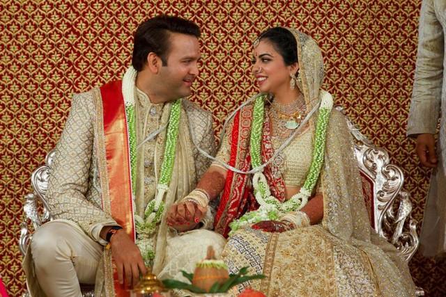 Soi vào những đám cưới dát vàng ở Ấn Độ để thấy sự xa hoa có lí lẽ của nó - Ảnh 3.