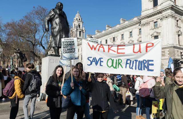 Cô bé Thuỵ Điển 16 tuổi kêu gọi bảo vệ môi trường, chỉ trích các nguyên thủ quốc gia với từ ngữ đanh thép: Các vị không đủ trưởng thành để nói về việc xây dựng kinh tế xanh, bỏ mặc các vấn đề cho thế hệ sau gánh vác - Ảnh 4.
