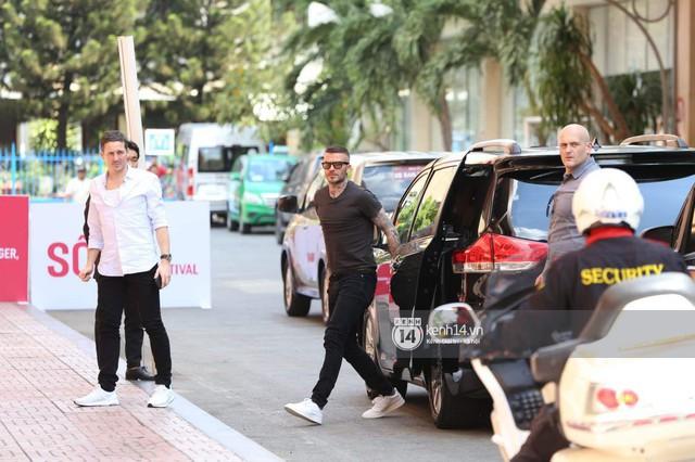 Cập nhật sự kiện có mặt David Beckham tại Việt Nam: Nam cầu thủ nước Anh đã xuất hiện, di chuyển âm thầm tránh sự chú ý từ khán giả - Ảnh 1.