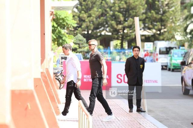 Cập nhật sự kiện có mặt David Beckham tại Việt Nam: Nam cầu thủ nước Anh đã xuất hiện, di chuyển âm thầm tránh sự chú ý từ khán giả - Ảnh 2.