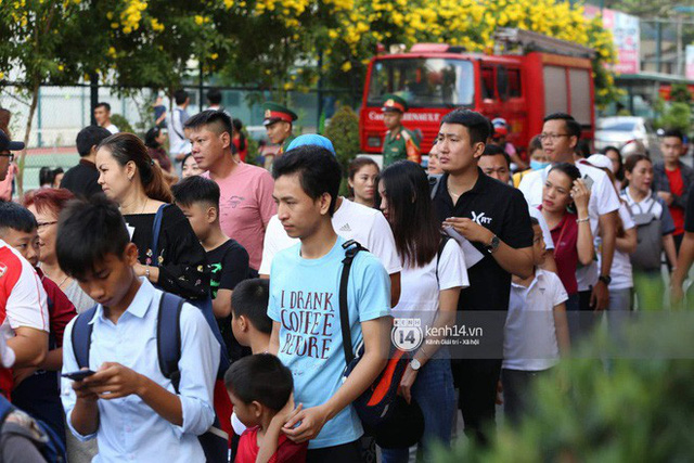 Cập nhật sự kiện có mặt David Beckham tại Việt Nam: Nam cầu thủ nước Anh đã xuất hiện, di chuyển âm thầm tránh sự chú ý từ khán giả - Ảnh 10.