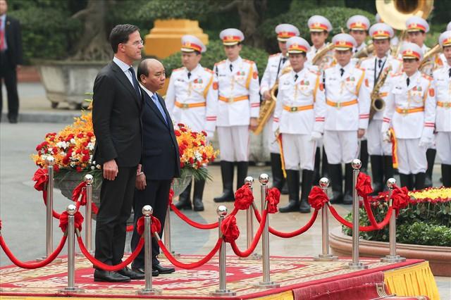 Lễ đón trọng thể Thủ tướng Hà Lan thăm Việt Nam tại Phủ Chủ tịch - Ảnh 1.