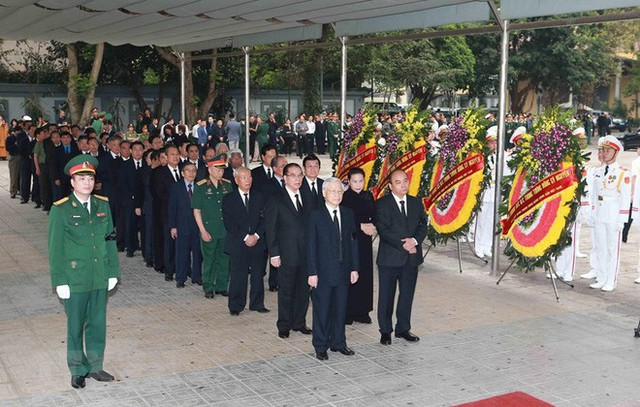 Hình ảnh các vị lãnh đạo viếng Trung tướng Đồng Sỹ Nguyên - Ảnh 2.