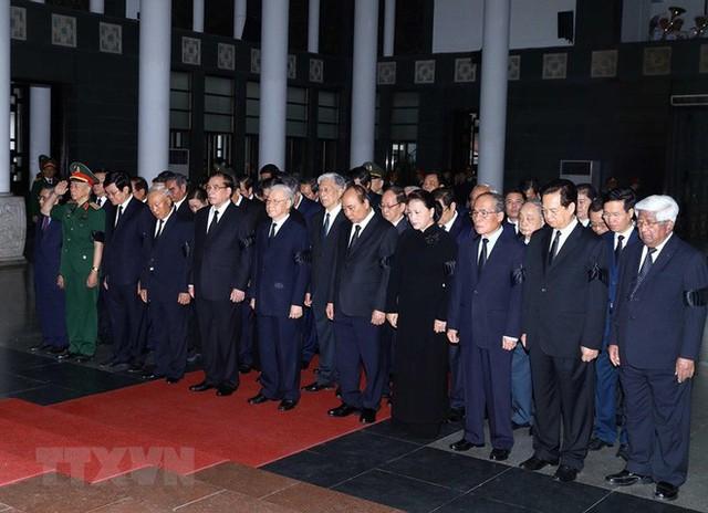 Hình ảnh các vị lãnh đạo viếng Trung tướng Đồng Sỹ Nguyên - Ảnh 3.