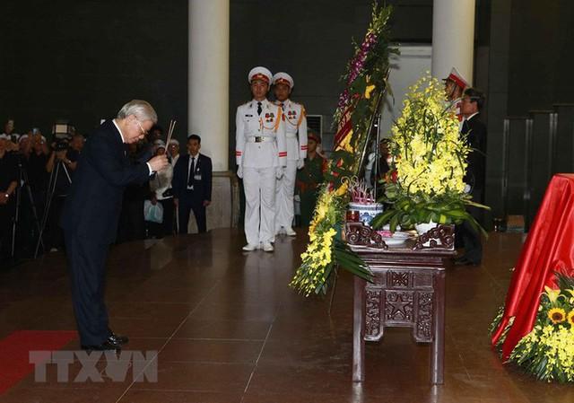 Hình ảnh các vị lãnh đạo viếng Trung tướng Đồng Sỹ Nguyên - Ảnh 4.