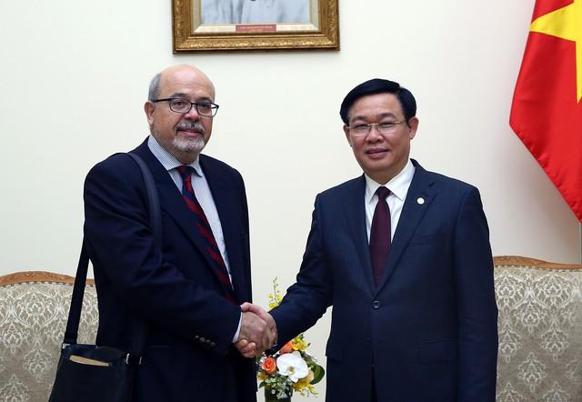 IMF: Các chính sách vĩ mô của Chính phủ đang đi đúng hướng, đưa Việt Nam trở thành một nền kinh tế thị trường đúng nghĩa - Ảnh 1.