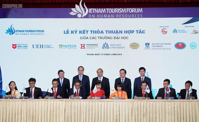 Thủ tướng nêu 3 chữ 'C' quan trọng để phát triển du lịch - Ảnh 2.