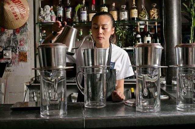 Nữ doanh nhân mở quán cà phê độc, lạ Việt Nam ở New York  - Ảnh 1.
