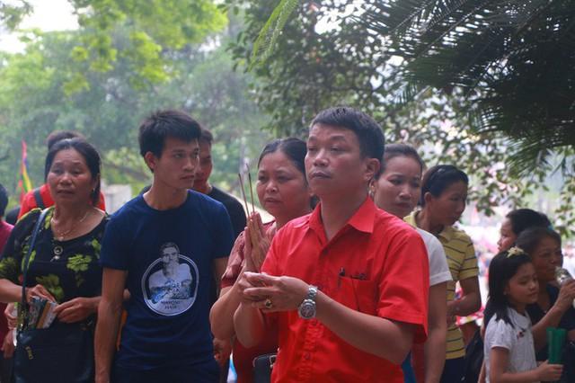 Hàng vạn du khách đổ về Đền Hùng trước ngày giỗ tổ  - Ảnh 10.