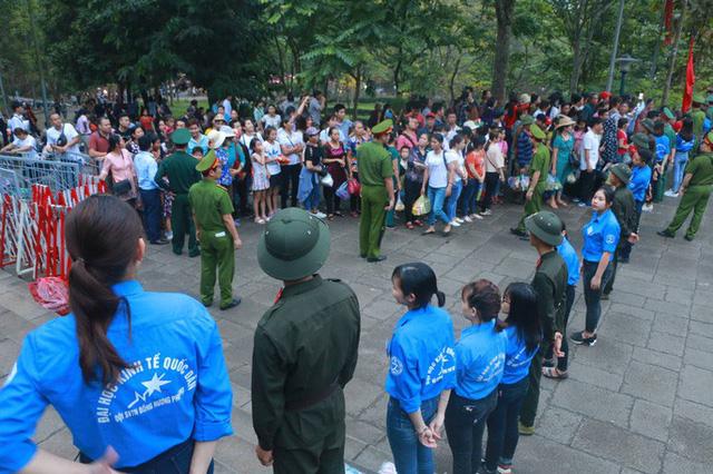 Chủ tịch Quốc hội Nguyễn Thị Kim Ngân dâng hương các Vua Hùng  - Ảnh 16.