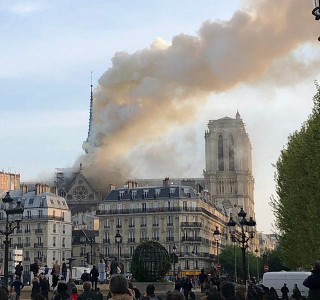 Cháy Nhà thờ Đức Bà ở Paris: Vì sao chẳng thể chữa cháy từ trên không? - Ảnh 5.