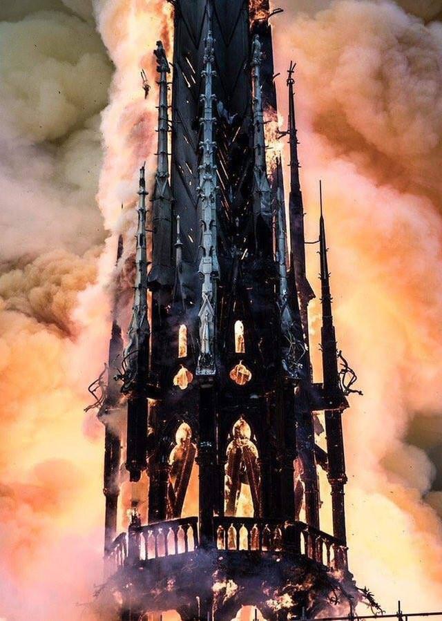 Những hình ảnh thảm khốc khi ngọn lửa lớn tàn phá Nhà thờ Đức Bà Paris tối 15/4 - Ảnh 8.