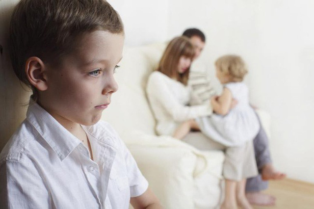 Đây là những điều cha mẹ rất nên lưu ý mỗi khi phải ra tay xử lý tính đố kỵ ở con nhỏ - Ảnh 2.