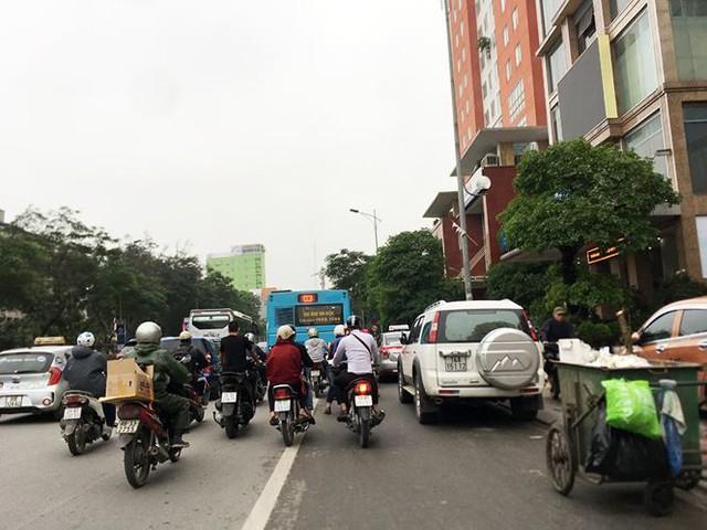 Hà Nội: Quận Long Biên tốn kém lắp camera để làm... màu? - Ảnh 6.