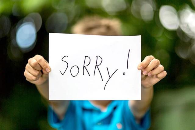 Tưởng lịch sự nhưng lại là một sai lầm khiến người khác đánh giá thấp về bạn: Đừng xin lỗi như một phản xạ trong mọi tình huống - Ảnh 1.
