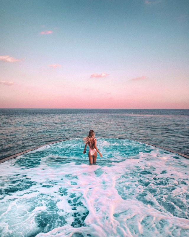 Top bể bơi vô cực đẹp nhất châu Á: Một khách sạn ở Cam Ranh được vinh danh, không thua kém đại diện từ Bali hay Maldives - Ảnh 2.