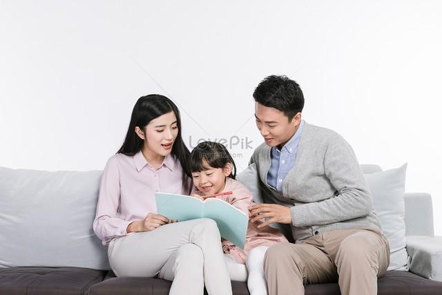Nghiên cứu từ ba trường Đại học nổi tiếng Harvard, MIT, Pennsylvania: Cha mẹ hãy làm một việc này khi con lên 4 tuổi để con có một cuộc sống hạnh phúc và giàu có hơn sau này - Ảnh 1.