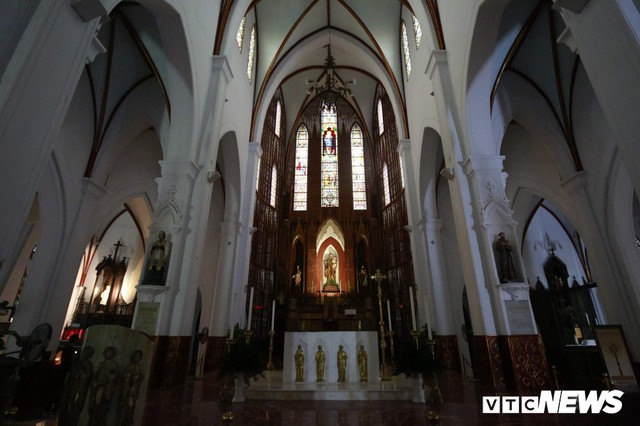 Cận cảnh nhà thờ tại Hà Nội có kiến trúc phỏng theo Nhà thờ Đức Bà Paris - Ảnh 11.