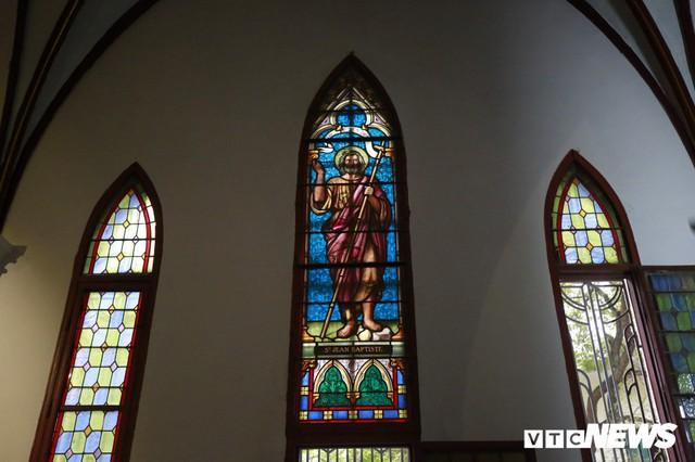 Cận cảnh nhà thờ tại Hà Nội có kiến trúc phỏng theo Nhà thờ Đức Bà Paris - Ảnh 9.