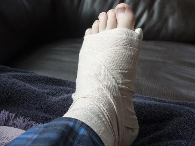 Thận đang dần suy yếu nếu chân của bạn gặp phải những vấn đề sau - Ảnh 1.