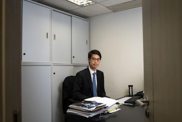 Ông trùm bất động sản Hồng Kông: Không trao tài sản thừa kế và cổ phần 400 triệu USD cho con, công tử phải tự bươn trải để mua nhà tại thị trường nhà ở đắt nhất thế giới - Ảnh 2.