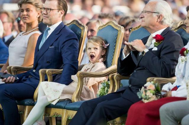 Hé lộ danh tính tiểu công chúa được yêu thích nhất hiện nay với vẻ tinh nghịch, bá đạo hơn cả con gái Công nương Kate, nắm trong tay vận mệnh của hoàng gia  - Ảnh 6.