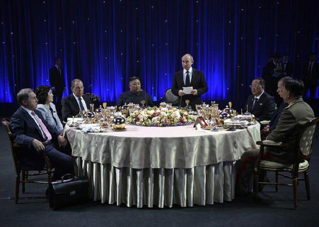 Những hình ảnh ấn tượng nhất tại Hội nghị thượng đỉnh Kim-Putin lần đầu tiên - Ảnh 11.