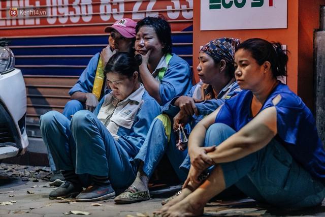 Sự ra đi của nữ công nhân môi trường và nỗi ám ảnh người ở lại: Những phận đời phu rác bám đường phố Hà Nội mưu sinh - Ảnh 12.
